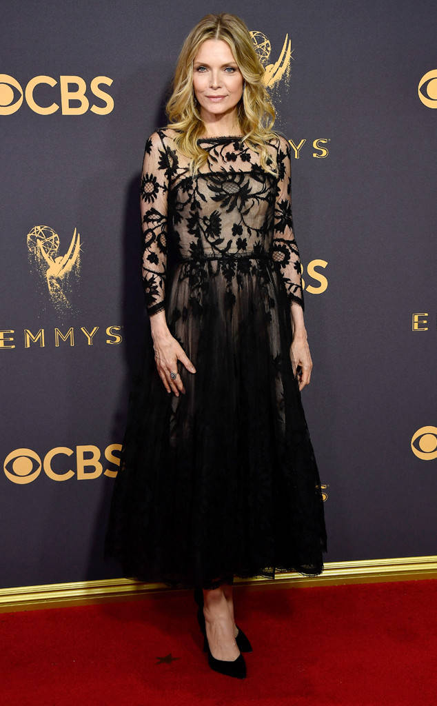 rs_634x1024-170917163935-634-Emmys-michelle-pfeiffer.cm.91717