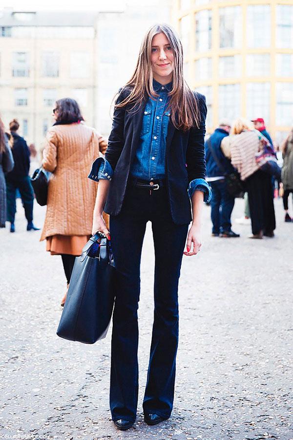 look-street-style-calca-flare-escura-camisa-jeans-blazer-preto-bolsa-preta-cinto-fino-160920-105735