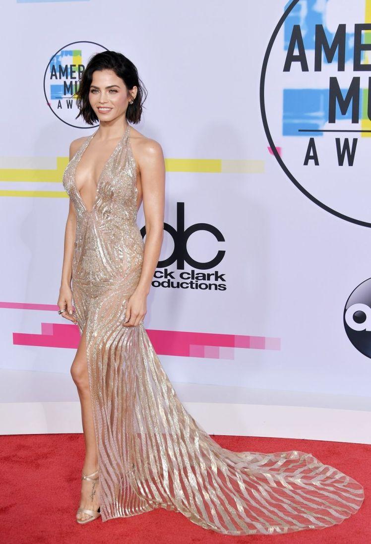 Jenna Dewan Tatum usando um vestido Julien Macdonald