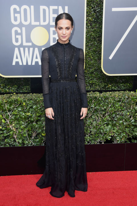 alicia-vikander-in-louis-vuitton-at-the-golden-globes